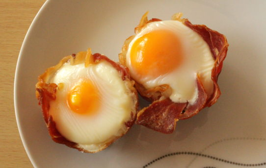 eggs in prosciutto cups